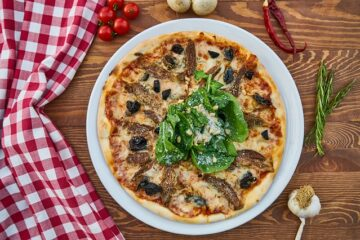 Relish live freshly baked pizza on events