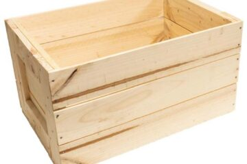 JUXTAPOSITION OF CUSTOM PALLETS AND TIMBER CRATES: